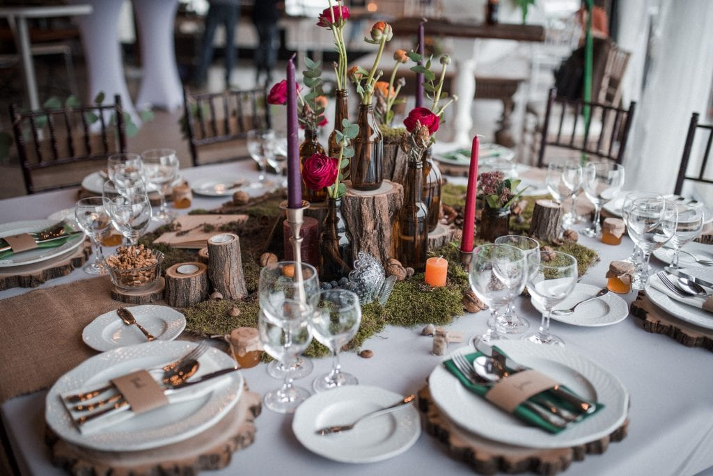 A képen egy jellegzetes vintage esküvői dekoráció látható